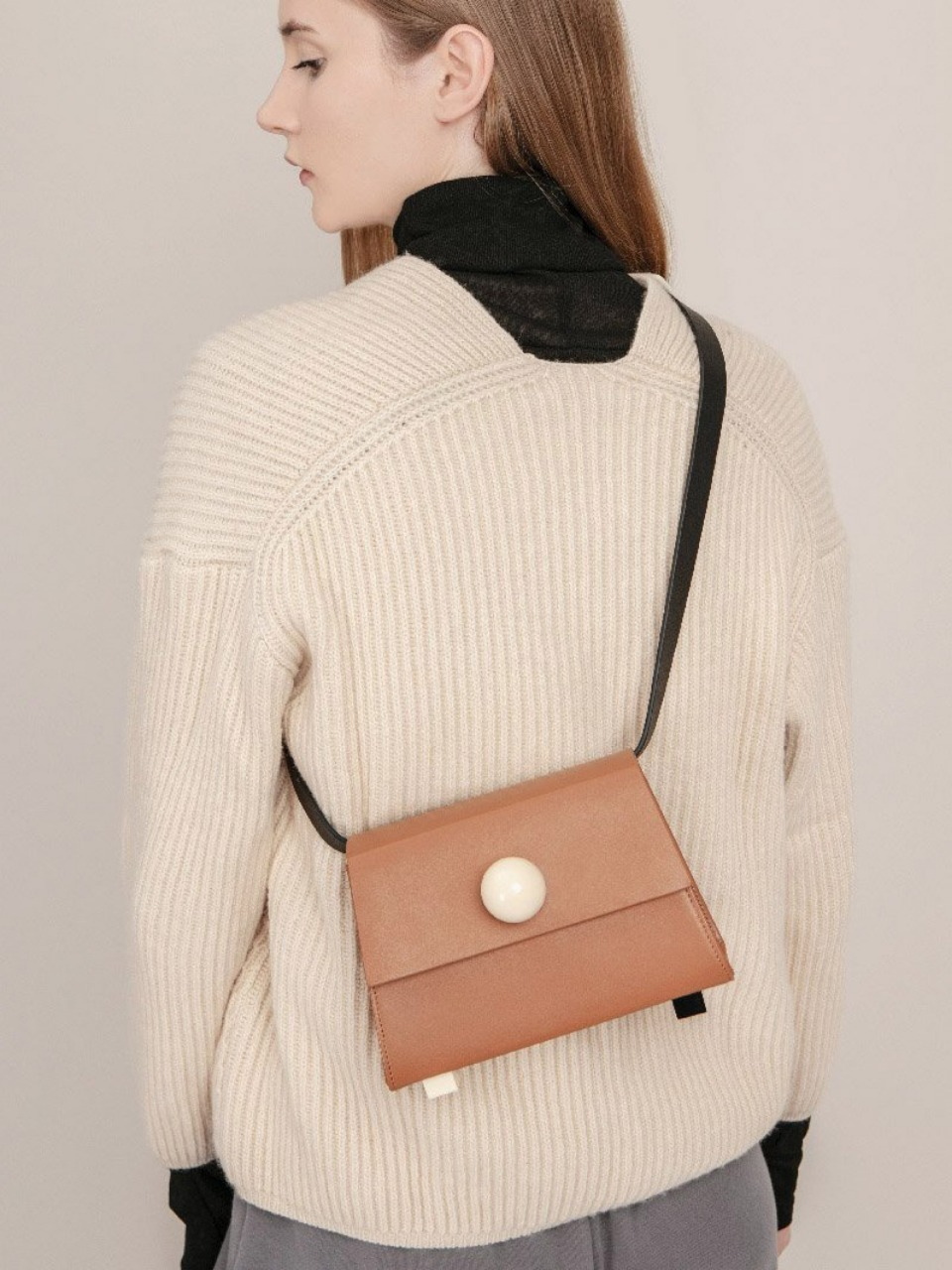 더 조엘르 | MatterMatters - [MATTER MATTERS] MINI TRAPEZOID BELT BAG • BROWN